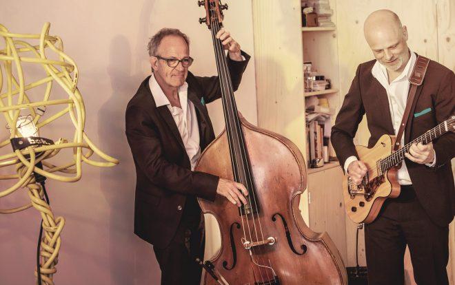Jazzband speel achtergrondjazz op borrel